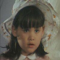 ヘレン・ウォレス役のグロリア・ゾーナ